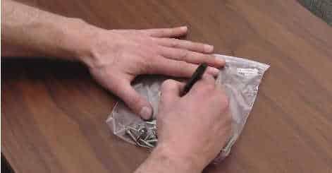 Cách đóng gói đồ đạc chuyển nhà với đinh vit