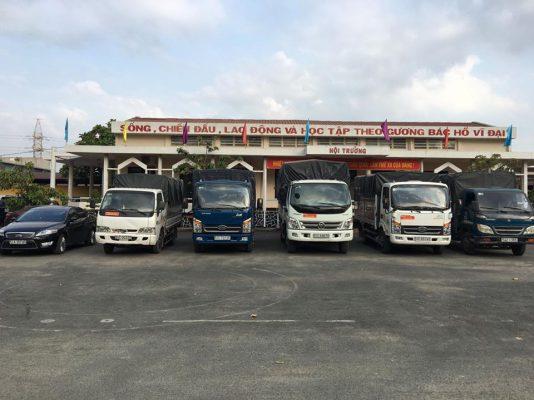 Đội ngũ xe tải luôn sẵn sàng phục vụ quý khách hàng