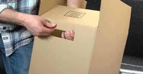 khoét thùng carton để dễ vận chuyển