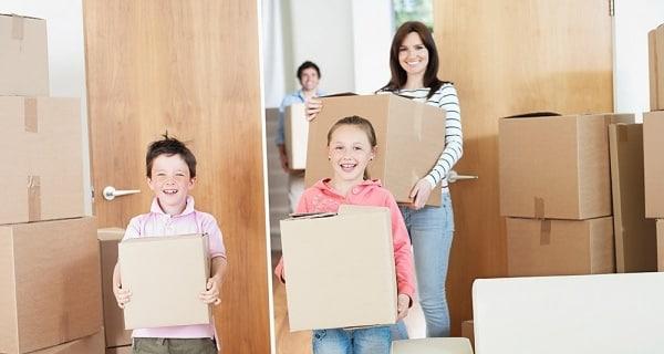 Thành viên trong gia đình chuyển dọn nhà