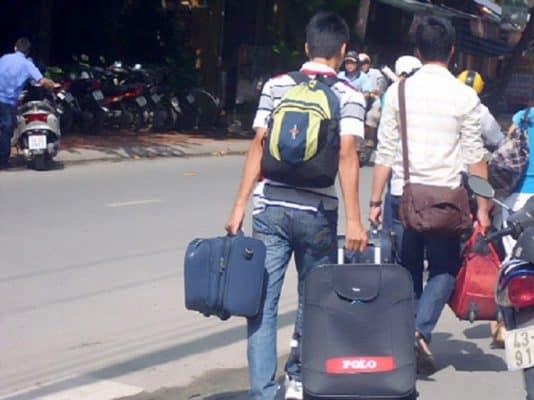 Sinh viên tự vận chuyển nhà trọ