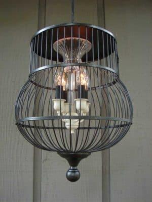 Những chiếc lồng chim bị hỏng cũng là một vật trang trí độc đáo