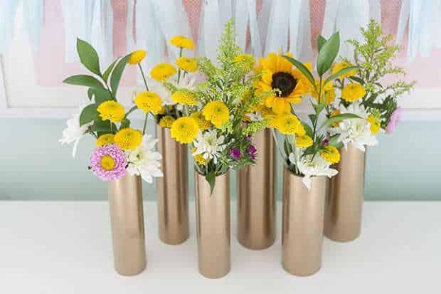 Ống nhựa cũng có thể được dùng làm bình hoa