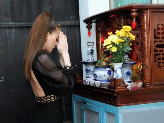 Có nên thờ cúng tại nhà trọ