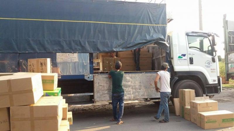Nhân viên bốc xếp, vận chuyển hàng hóa