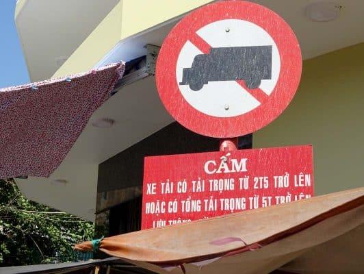 Biển cấm xe tải 106a