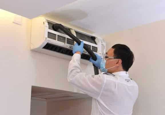 Nhân viên lắp đặt di dời máy lạnh chuyên nghiệp