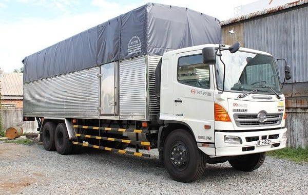 Kích thước thùng xe tải 10 tấn là 9,7m x 2,4m x 2,5m (dài x rộng x cao)