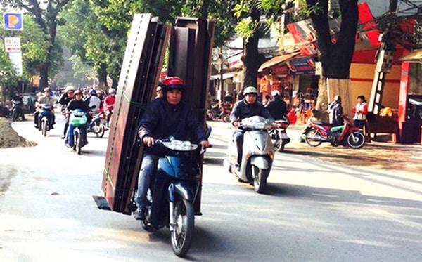 Cách chở tủ quần áo bằng xe máy để tiết kiệm chi phí