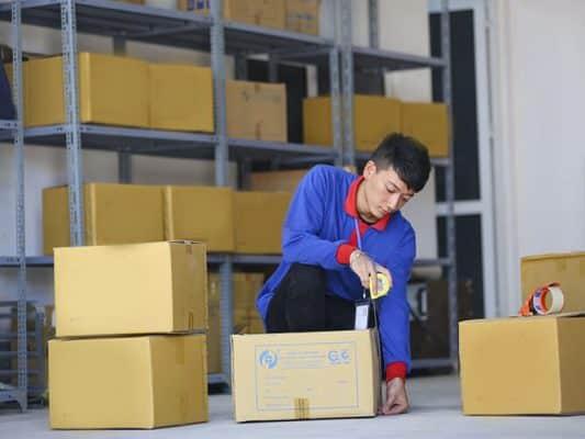 Dùng thùng carton để đóng gói hàng hóa