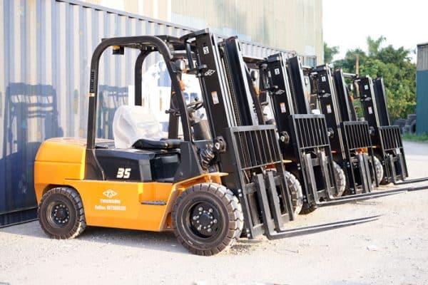 Viet Moving cung cấp nhiều dòng xe nâng chất lượng đến quý khách hàng