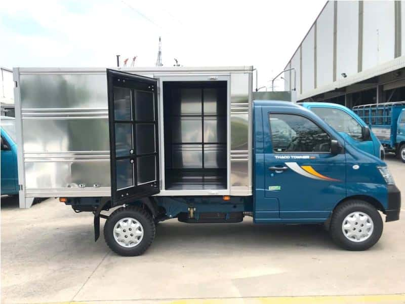 Kích thước thùng xe tải 1 tấn là: 3m x 1.6m x 1.7m (dài x rộng x cao).