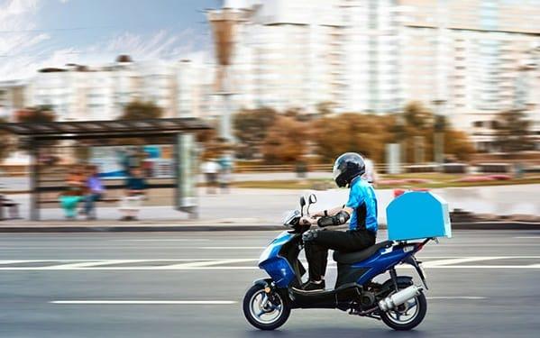 Vận chuyển hàng bằng xe máy sẽ linh hoạt hơn