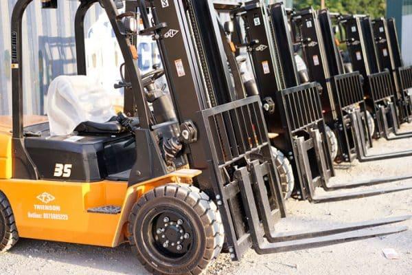 Đội ngũ xe nâng chất lượng tại Dịch Vụ Chuyển Nhà Trọn Gói Viet Moving