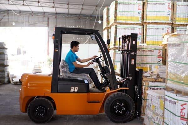 Dịch vụ cho thuê xe nâng hàng giá rẻ quận Phú Nhuận tphcm
