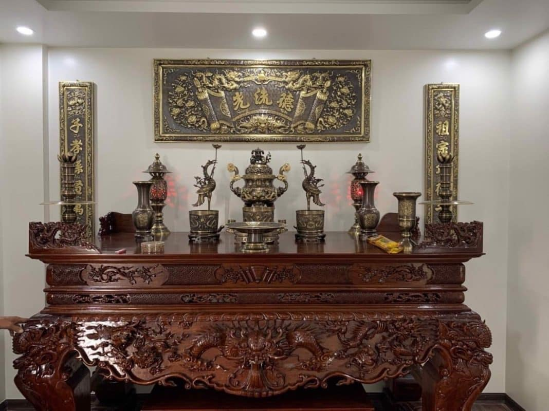 Cách bài trí bàn thờ có đỉnh đồng như thế nào?