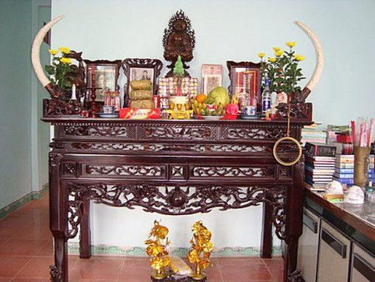 Trang trí bàn thờ gia tiên