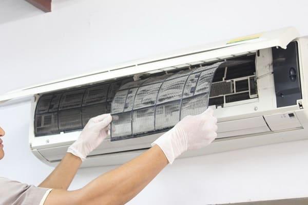 Cách khắc phục máy lạnh chảy nước nhanh chóng và phù hợp