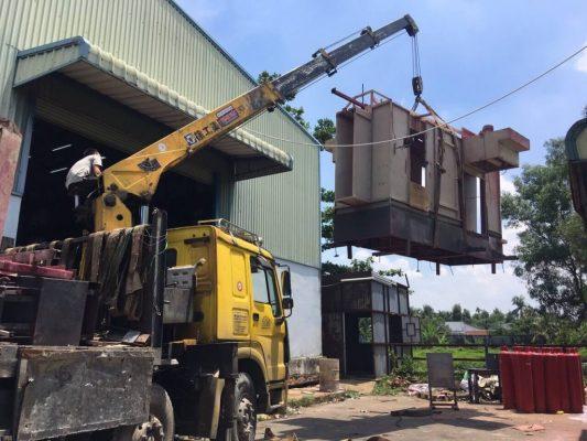 sử dụng những phương tiện hỗ trợ trong việc chuyển dọn kho xưởng